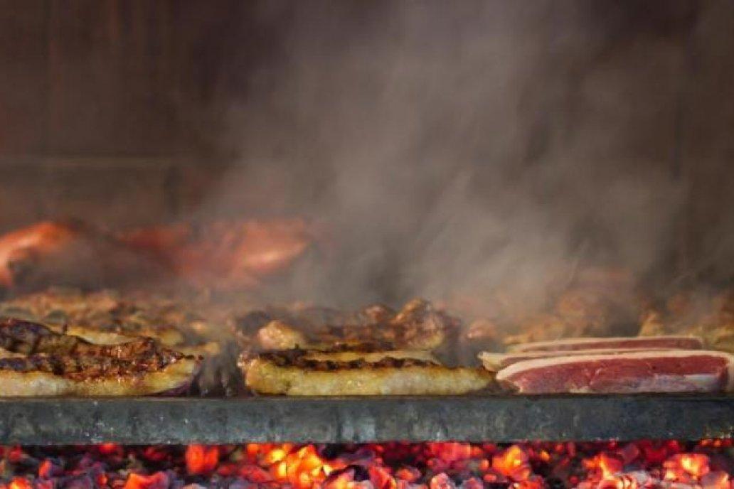 ASADO. La demanda doméstica de carne mejoraría en 2020. (LA VOZ/Archivo)