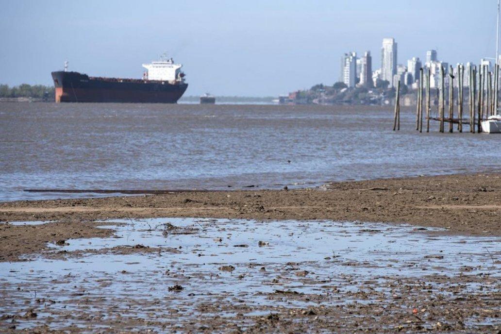 La bajante es tan prologada que el paisaje costero suele ser irreconocible.