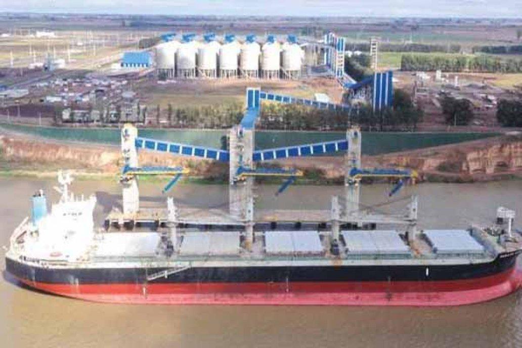 Este jueves amarró el primer buque en la terminal portuaria de ACA en Timbues
