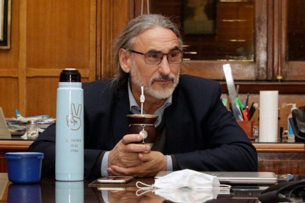 El ministro analiza propuestas para cubrir vacantes en su gabinete.