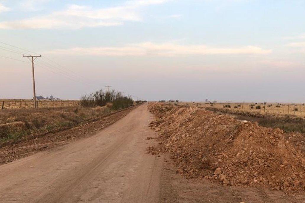 En la dureza de los caminos también se expone la falta de agua.