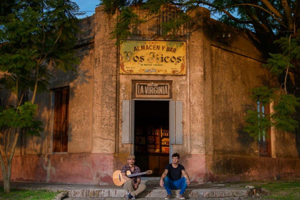 El fotógrafo Gustavo Maidana reflejó con sutil realismo la entrada al almacén.