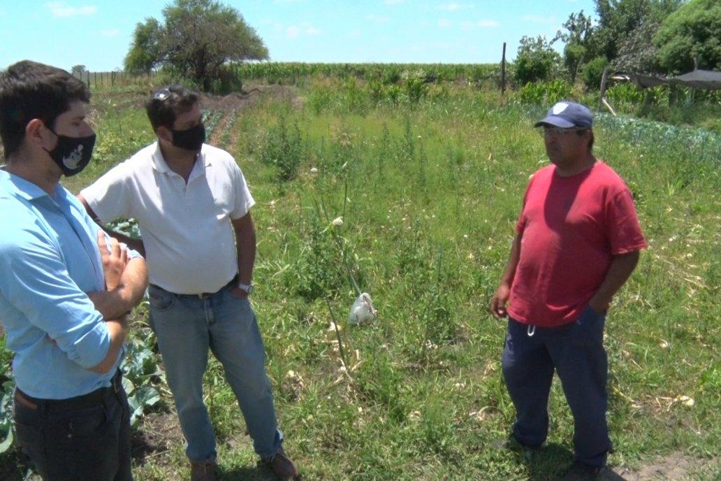 El productor recibió a Campo en Acción en su chacra junto a su asesor técnico.
