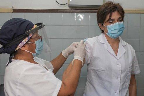 María Elena, la primera inoculada contra coronavirus