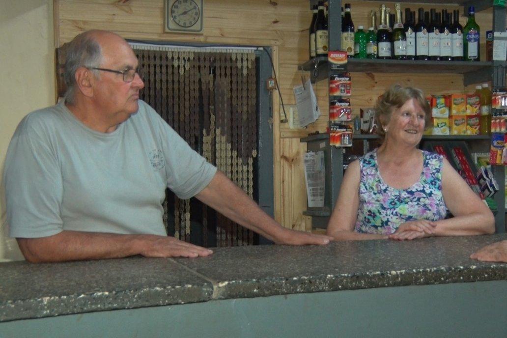 Hugo y María Elena, formaron una familia con dos hijos y el local como entorno.