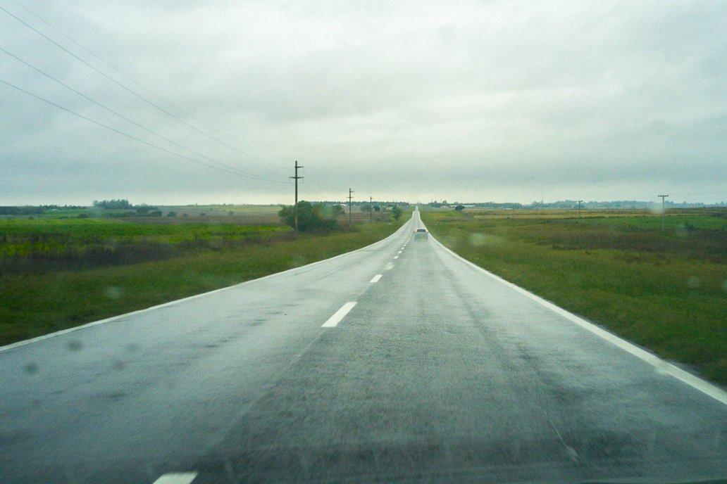 Las rutas vacías en la mañana de este viernes marca la intensidad de las lluvias