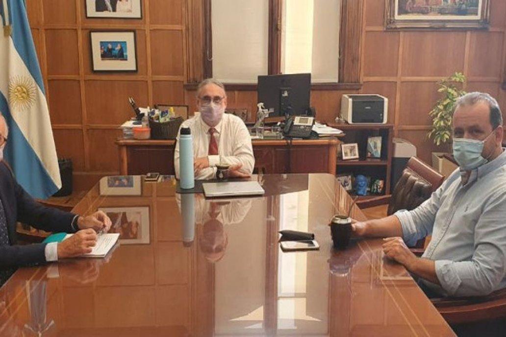 Los flamantes funcionarios se vieron en el despacho del ministro.