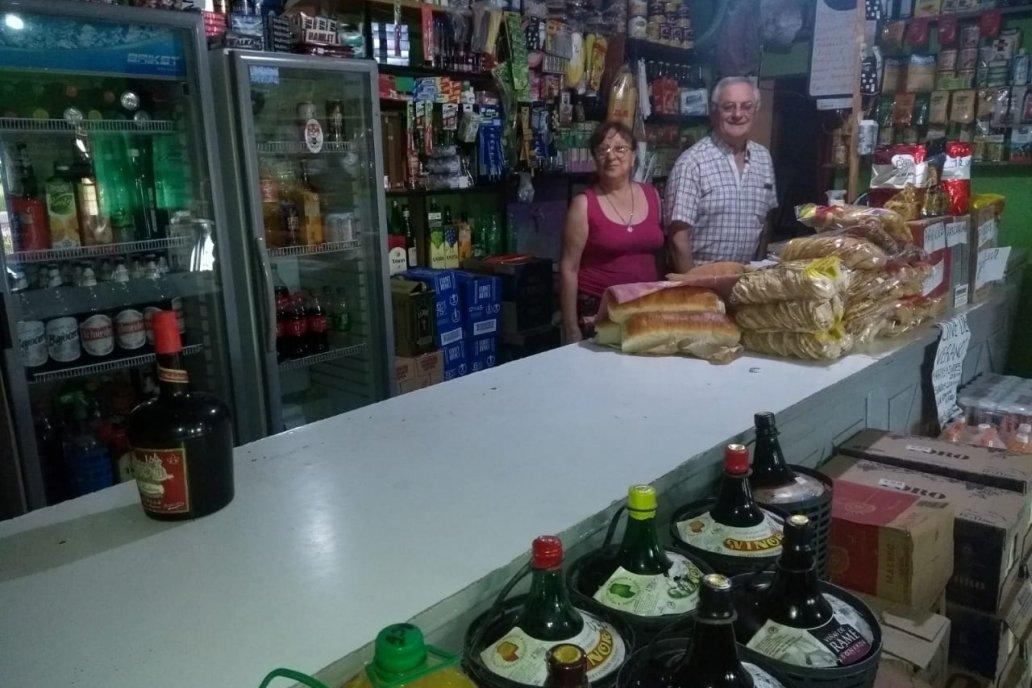 Los propietarios del almacén y bar son José Nicola y Meca Barzola.