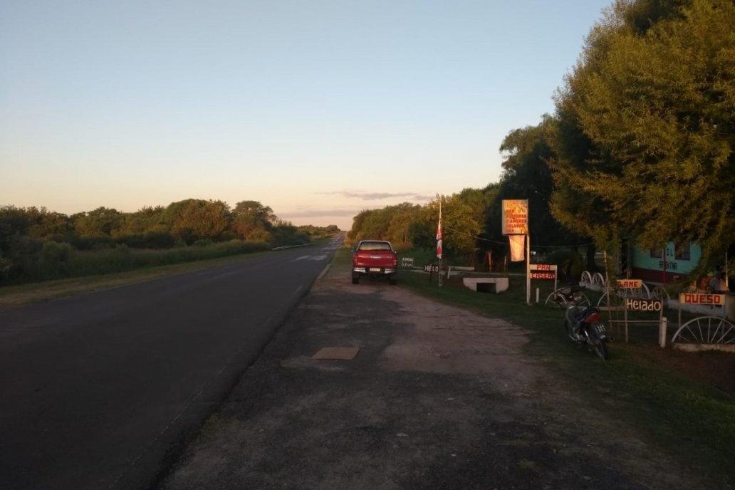 Está pegadito a la ruta provincial 10, que une a La Picada con María Grande.