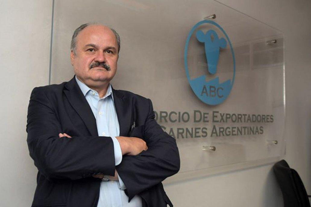 Ravettino intenta revertir el cese de las exportaciones de carnes argentinas.
