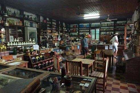 """""""Lo de Francou"""", almacén de ramos generales en Colonia El Carmen"""