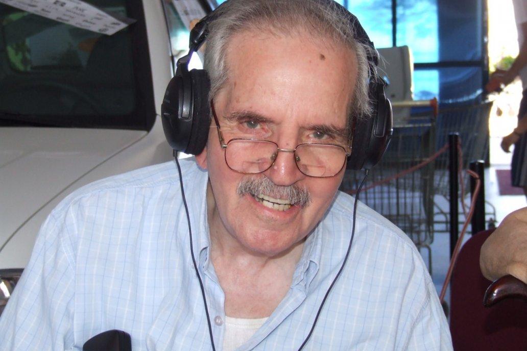 El conductor trabajó por cinco décadas, se retiró en 2006. Falleció en 2010.