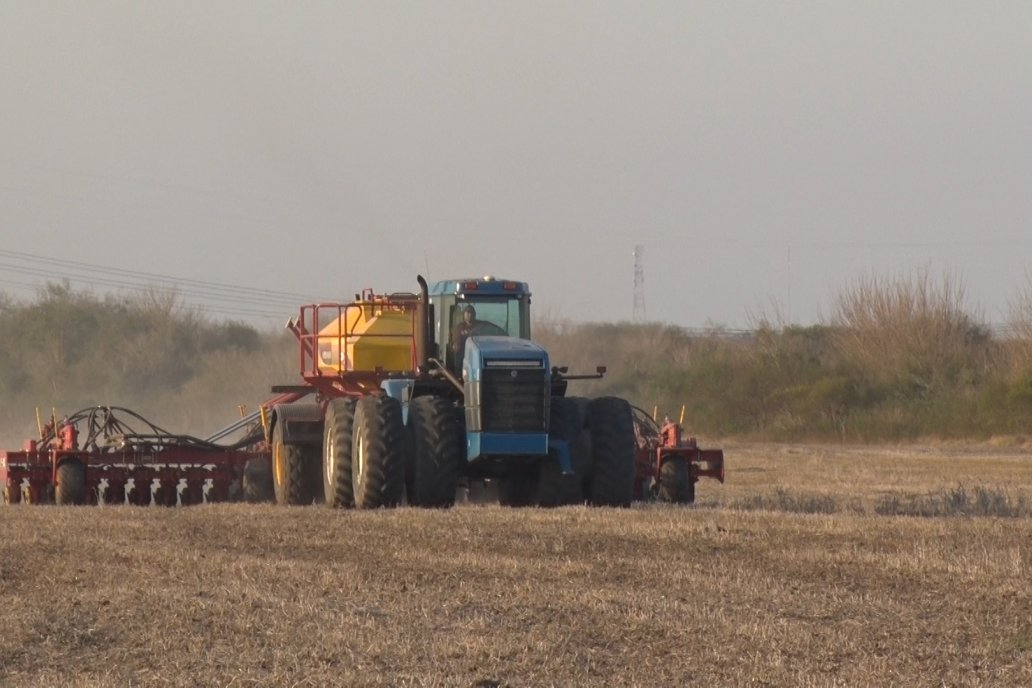 En Villaguay, la máquina siembra 90 hectáreas en un turno de 12 horas.