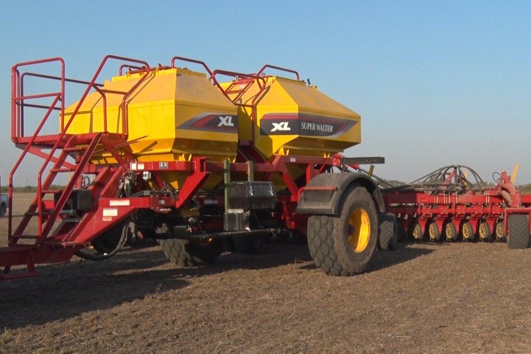 Permite fertilizar y sembrar, todo a la vez y con una eficiencia asegurada.